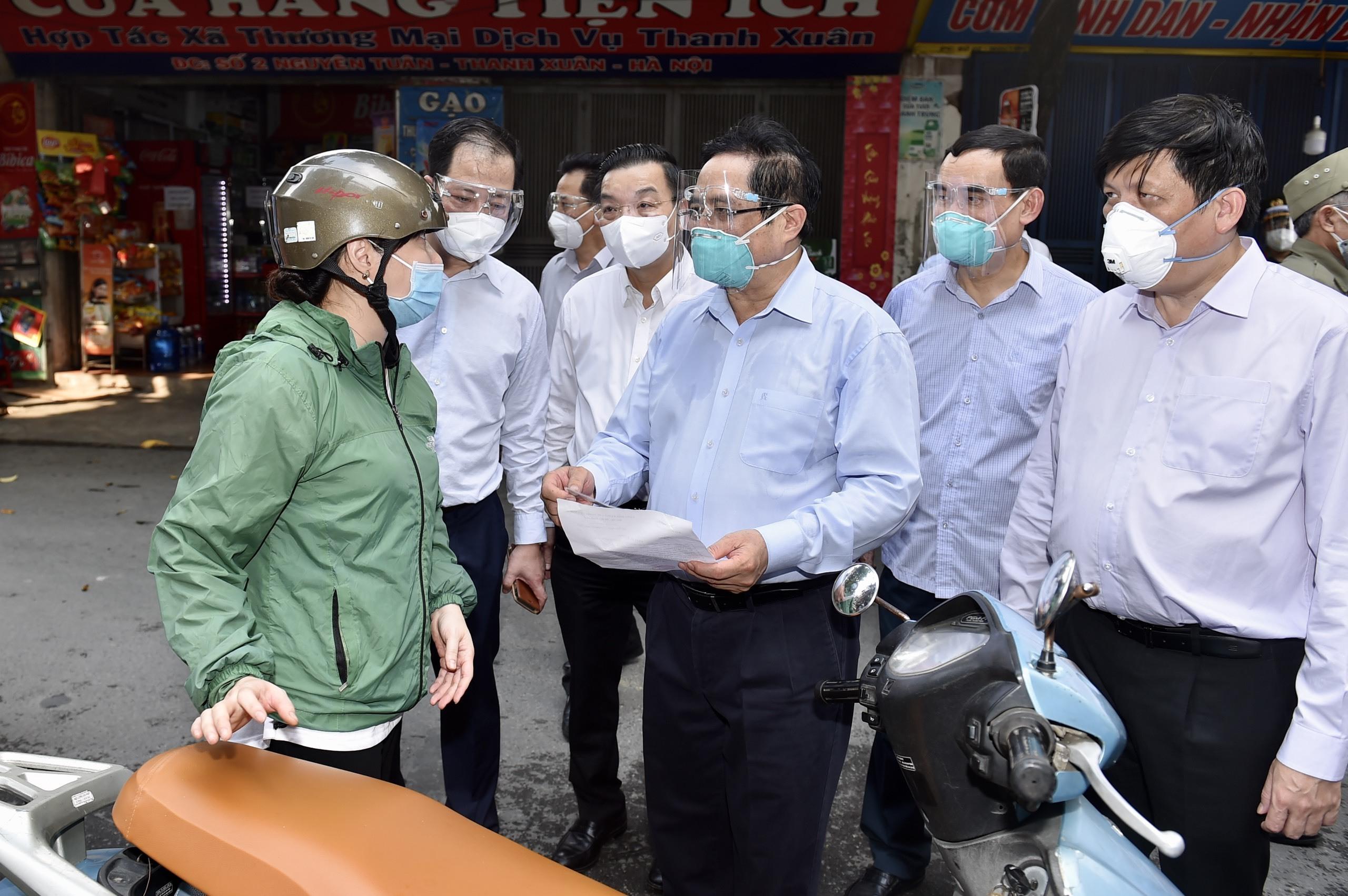 Hà Nội, TP.HCM xem xét cho người ở khu vực đông dân cư đăng ký về quê
