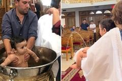 Lễ rửa tội hài hước của cậu bé 7 tháng tuổi