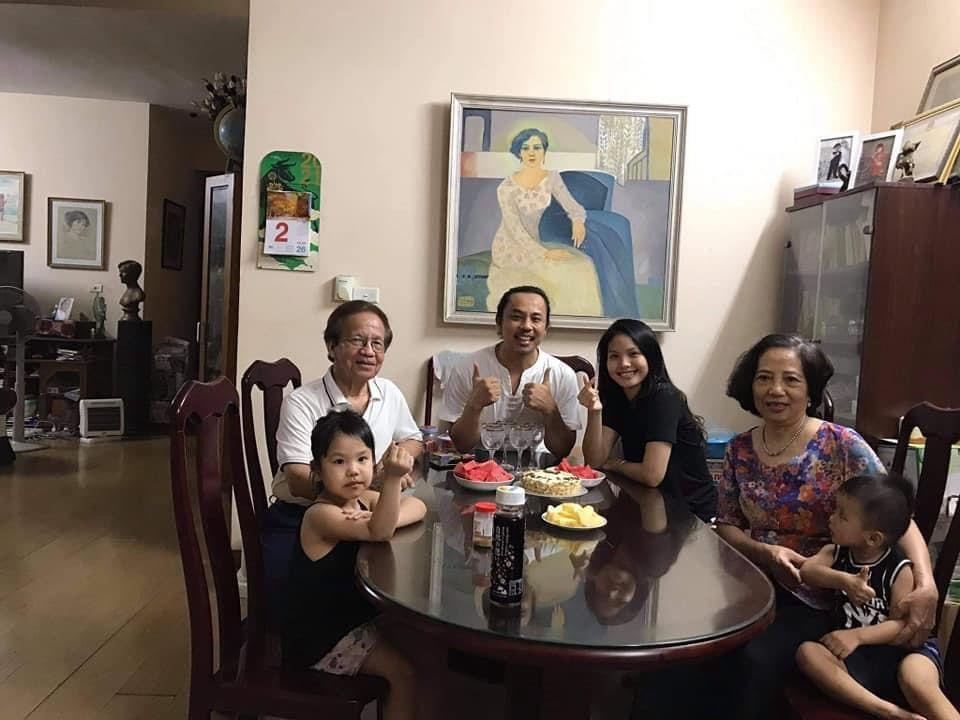 Chí Anh 'phát tướng' bên vợ kém 20 tuổi và hai con