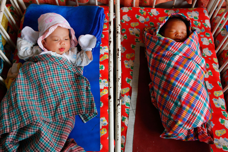 Đòi bồi thường 4,8 triệu USD sau khi phát hiện mình bị trao nhầm lúc sinh ra