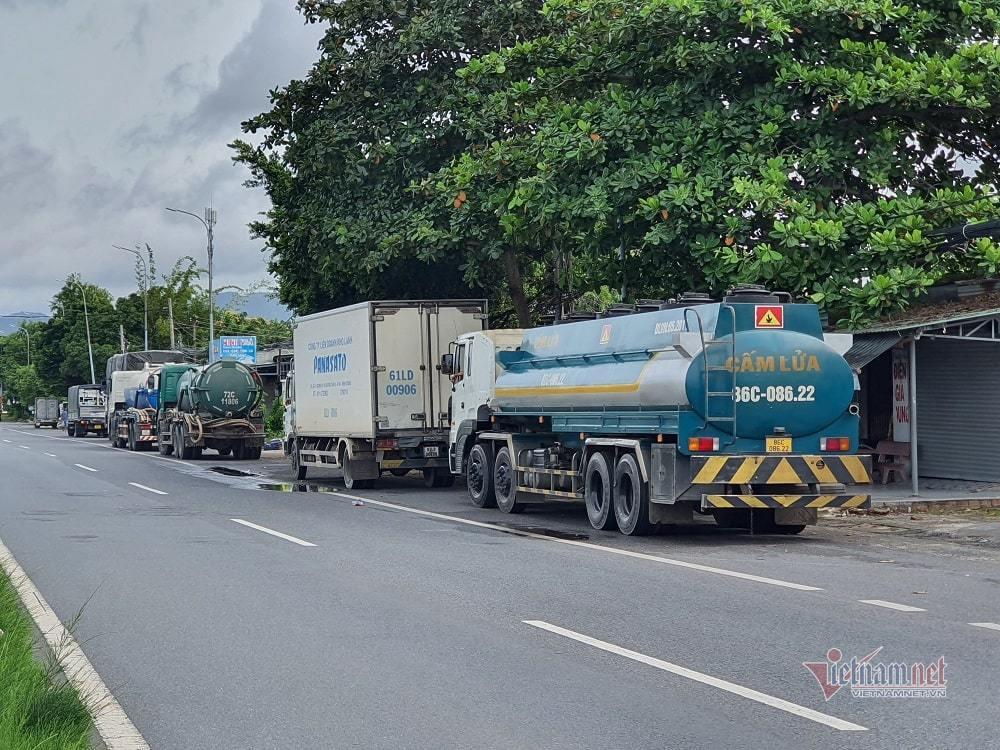 Nhiều xe luồng xanh quay đầu khi vào TP Vũng Tàu vì 'chưa đến giờ' cho phép