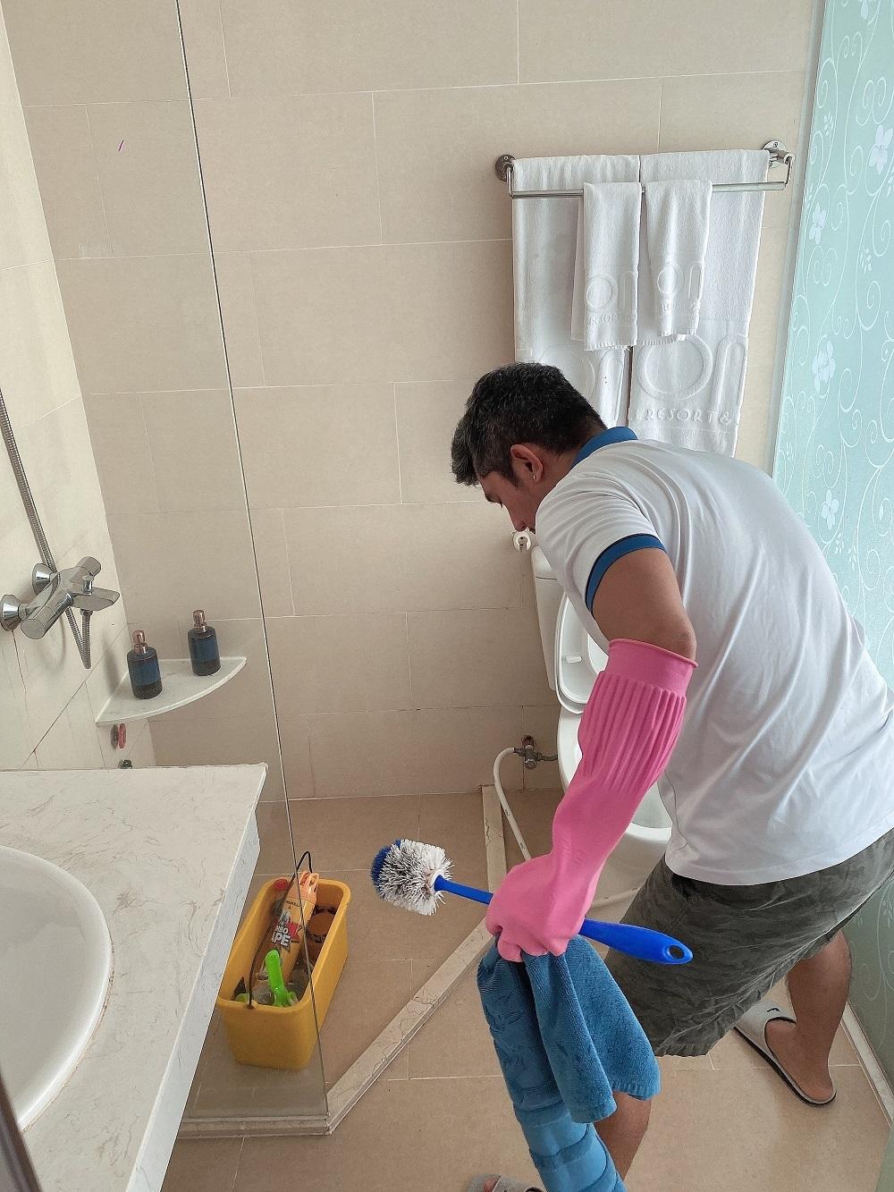 Lương Bằng Quang dọn vệ sinh, làm bảo vệ khi bị kẹt ở Phú Quốc