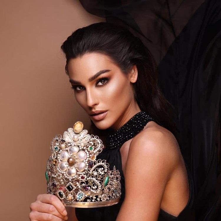 Vẻ đẹp nóng bỏng của hoa hậu đẹp nhất thế giới năm 2020
