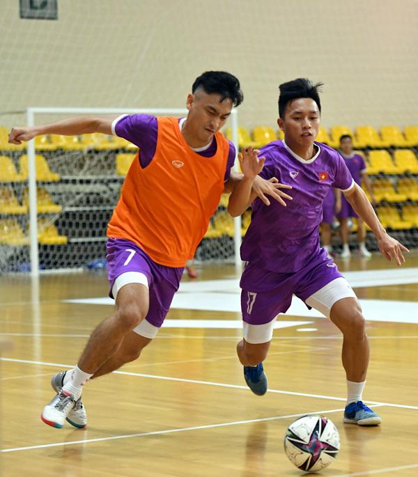 Futsal Việt Nam rèn đá cố định chờ đấu Brazil