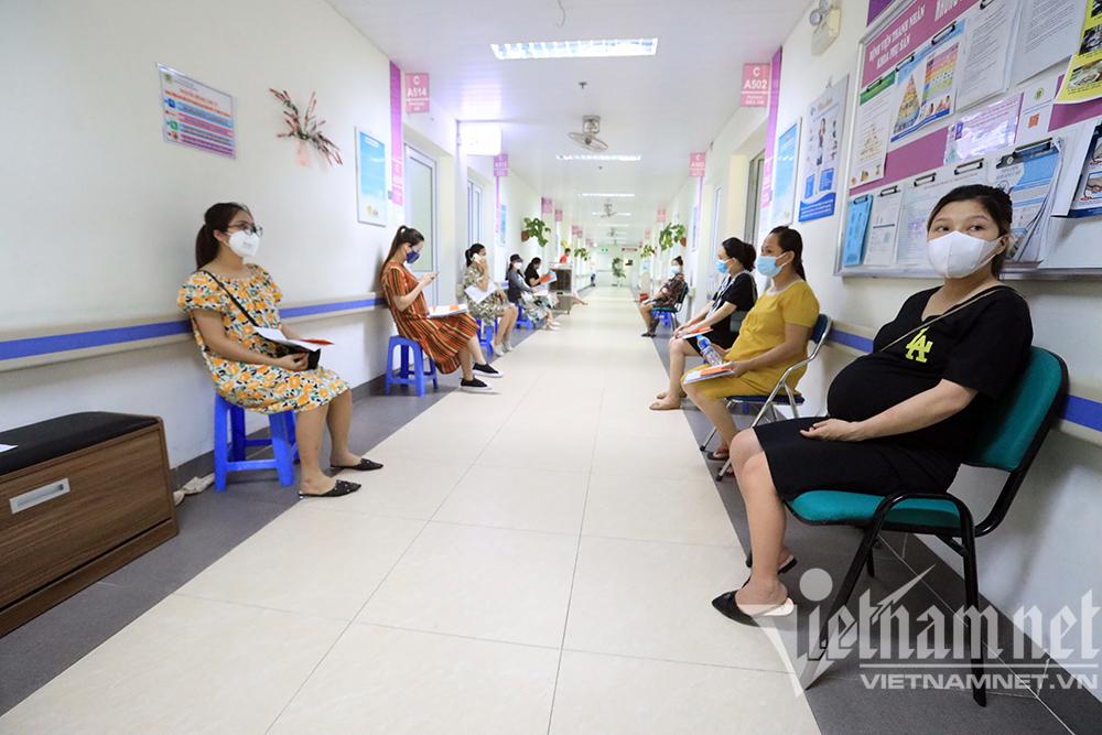 Hơn 1.000 thai phụ Hà Nội được tiêm vắc xin phòng chống Covid-19