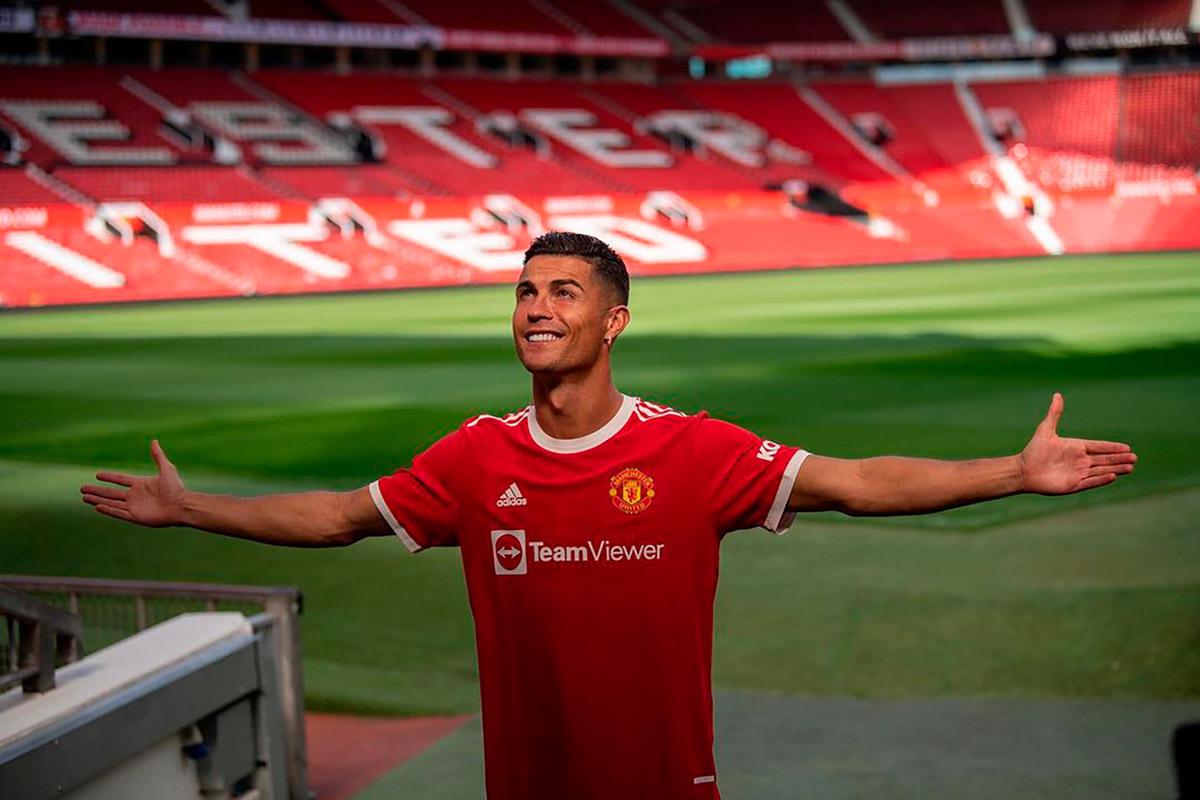 Ronaldo tái xuất cùng MU: Máy ghi bàn và in tiền