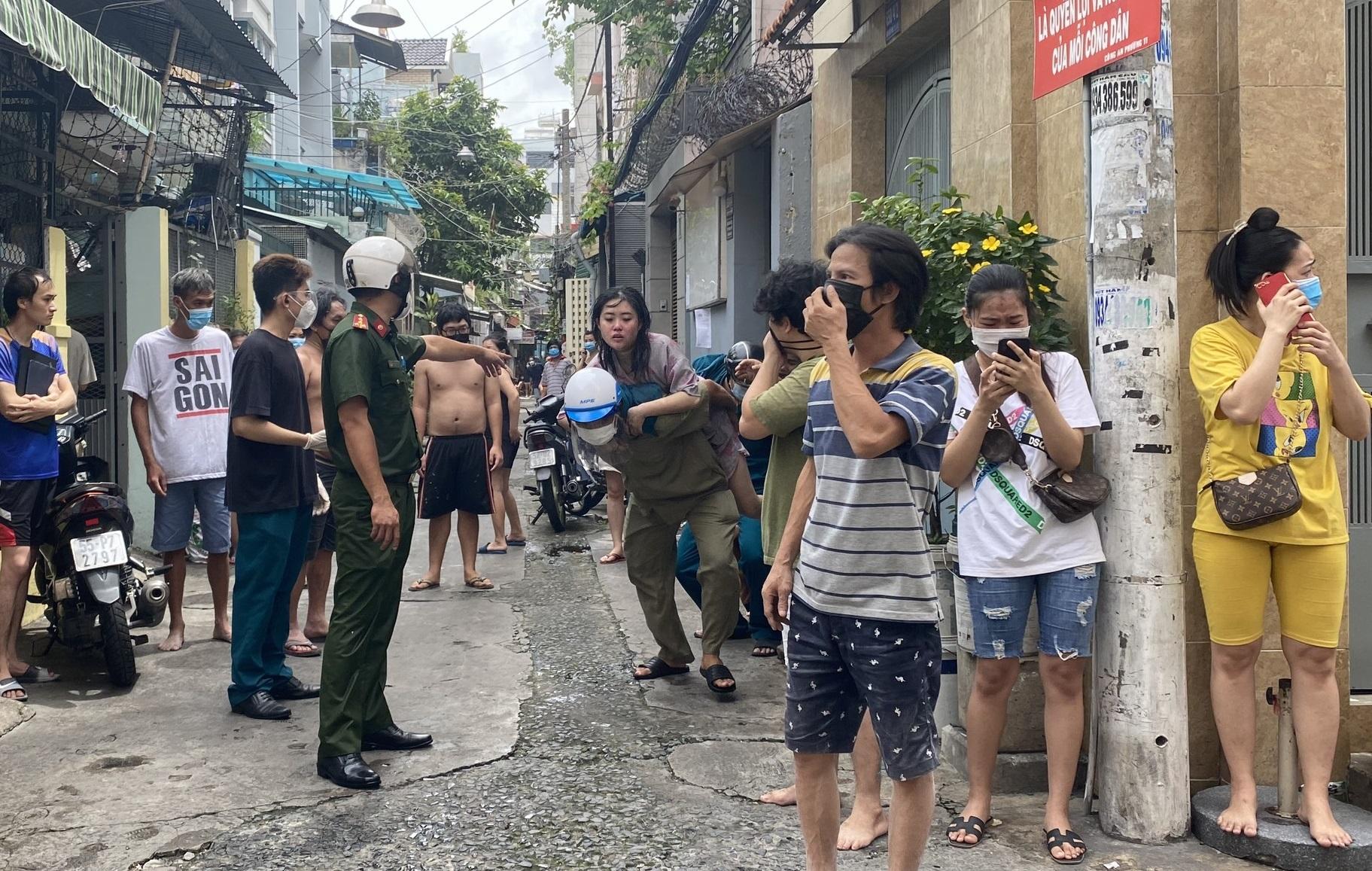 40 người thoát khỏi đám cháy căn nhà 4 tầng giữa trung tâm TP.HCM