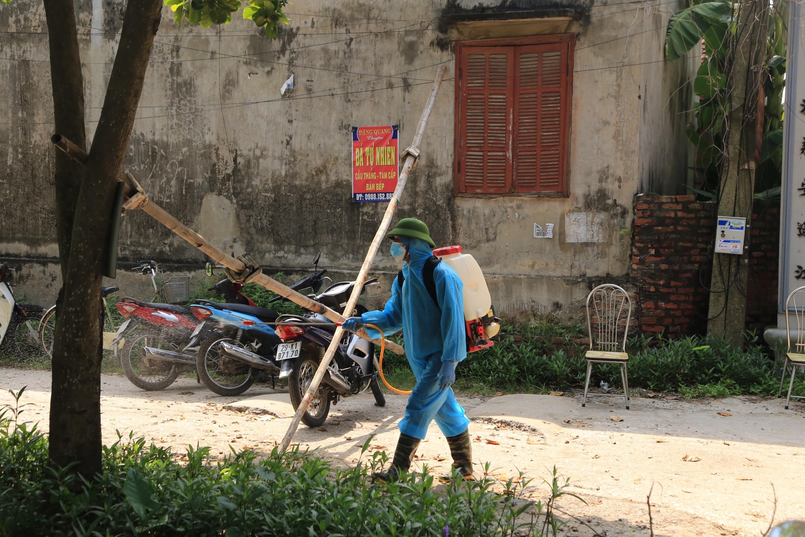 Hà Nội tạm phong tỏa thôn 1.300 dân ở huyện Chương Mỹ