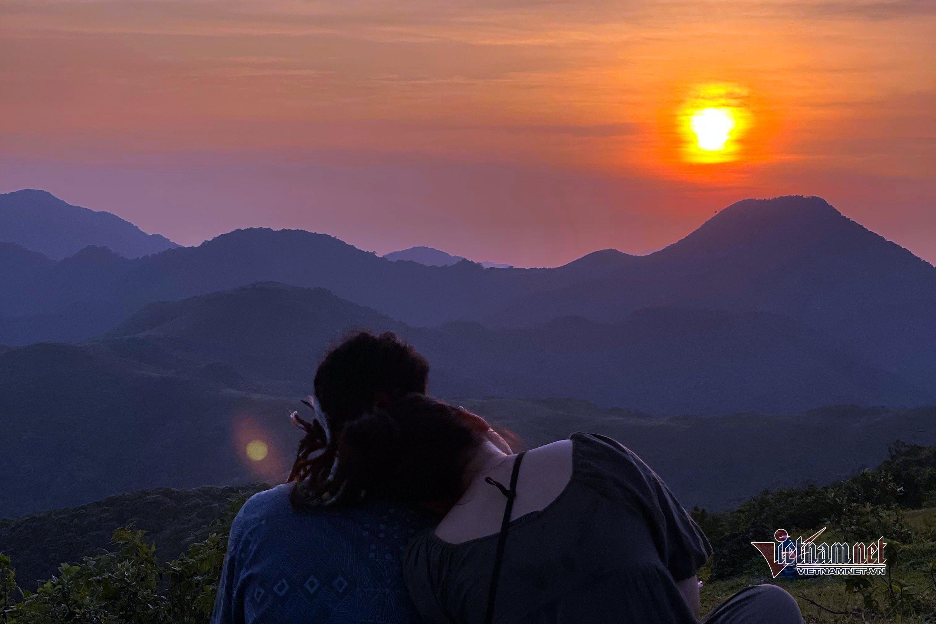 Thu về, ngắm hoàng hôn Hạ Long đẹp mê mải từ trên đỉnh Kỳ Thượng