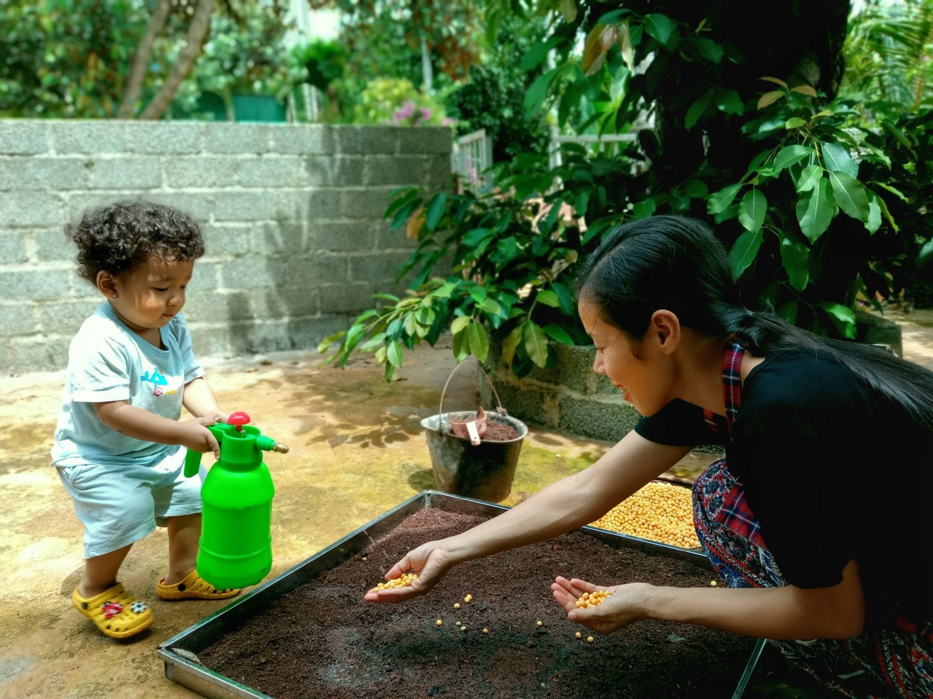 Đưa con 8 tháng đi xuyên Việt trên nhà di động, cặp đôi kể sự cố nhớ đời ở Đà Lạt