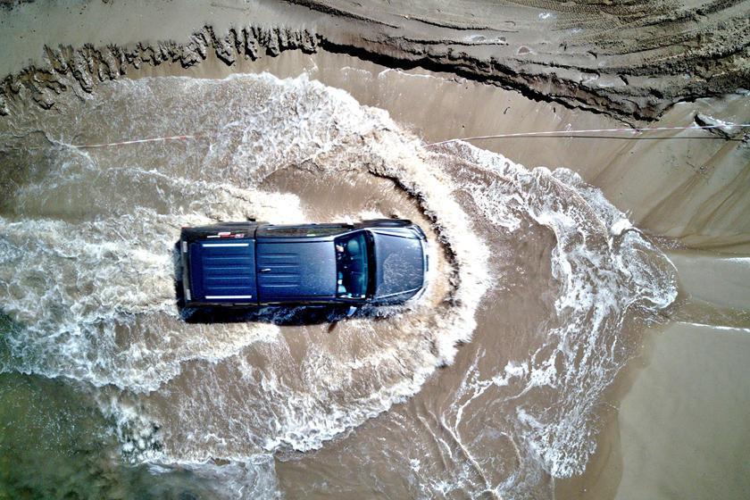 Hàng nghìn ô tô bị ngập nước trôi nổi trên thị trường xe cũ