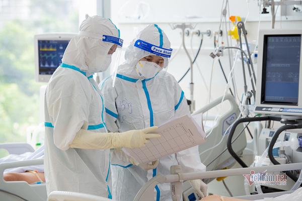 Giữa đại dịch, nghĩ về chính sách với bác sĩ, nhân viên y tế