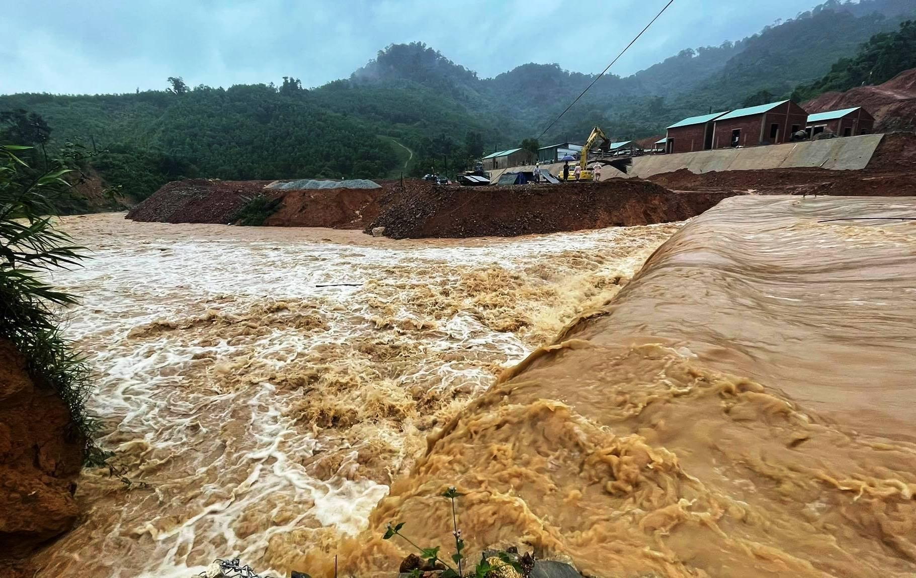 Bão Côn Sơn gây mưa lớn, nhiều vùng núi ở Quảng Nam bị cô lập