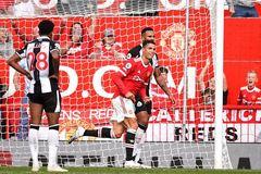 Kết quả bóng đá Ngoại hạng Anh vòng 4: Ronaldo ra mắt như mơ