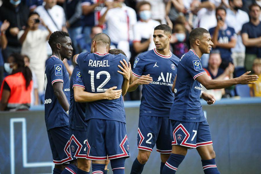 Vắng Messi, Herrera và Mbappe giúp PSG thắng '4 sao'