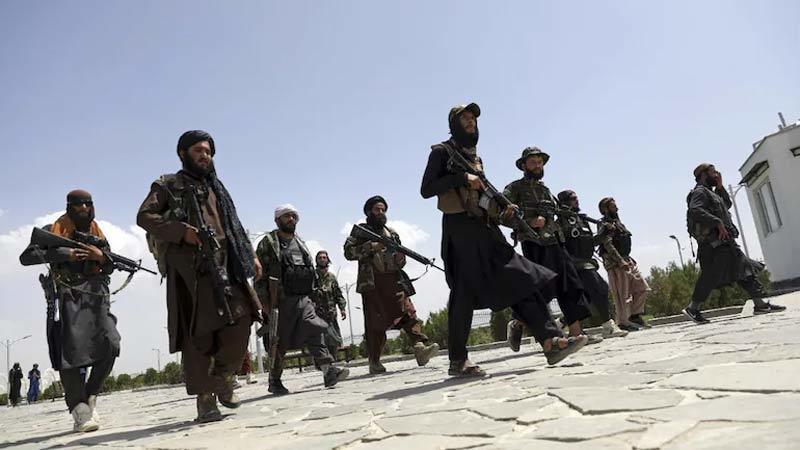 Cờ Taliban bay trên dinh tổng thống Afghanistan, Pháp tuyên bố không quan hệ