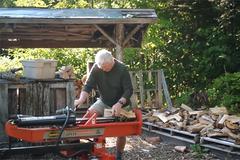 Nghỉ hưu, vợ chồng làm nhà trong rừng, không tốn một xu tiền điện và nước
