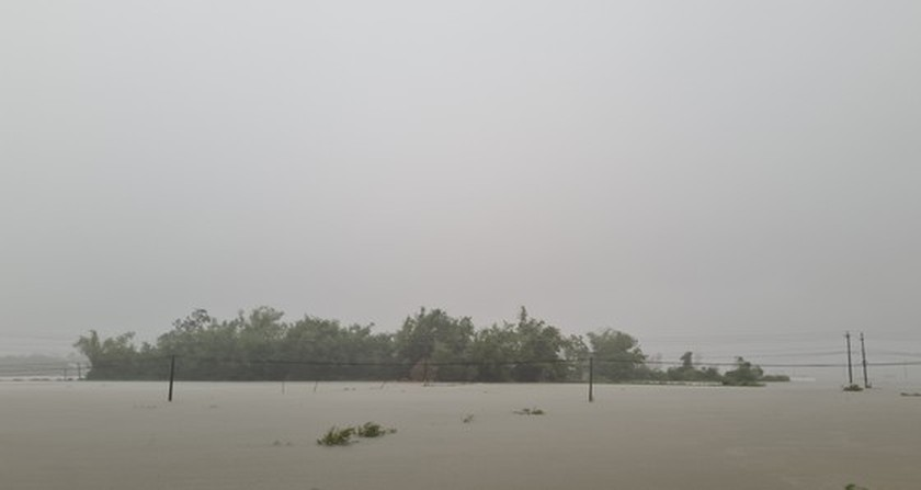 Storm-triggered flooding disrupts traffic in Central region