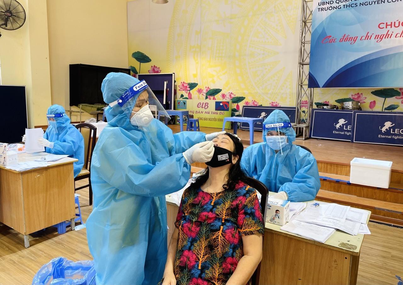 Quận đầu tiên của Hà Nội hoàn thành tiêm vắc xin cho người trên 18 tuổi