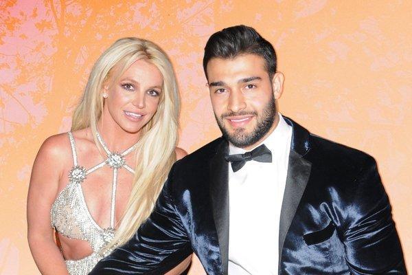 Britney Spears ngây ngất vì được bạn trai kém 13 tuổi cầu hôn