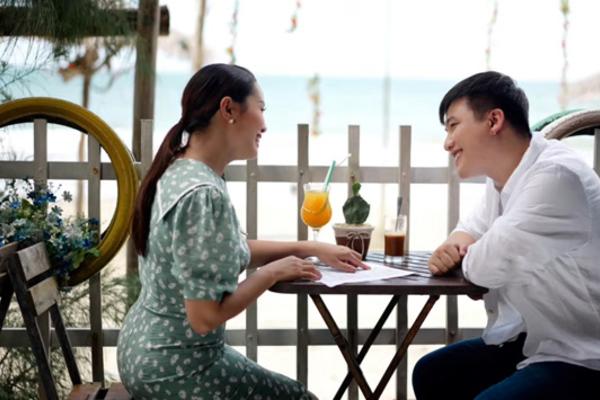 Vợ chồng Nguyễn Ngọc Anh tình tứ trong MV mừng con gái 2 tuổi