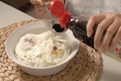 5 phút làm món cơm trứng xì dầu tiết kiệm