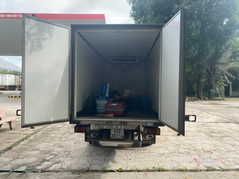 Xe tải nhét 15 người trong thùng đông lạnh để thông chốt kiểm dịch
