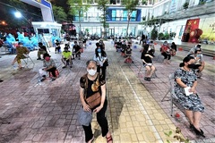 Những 'đêm trắng' thần tốc tiêm vắc- xin Covid-19 ở Hà Nội