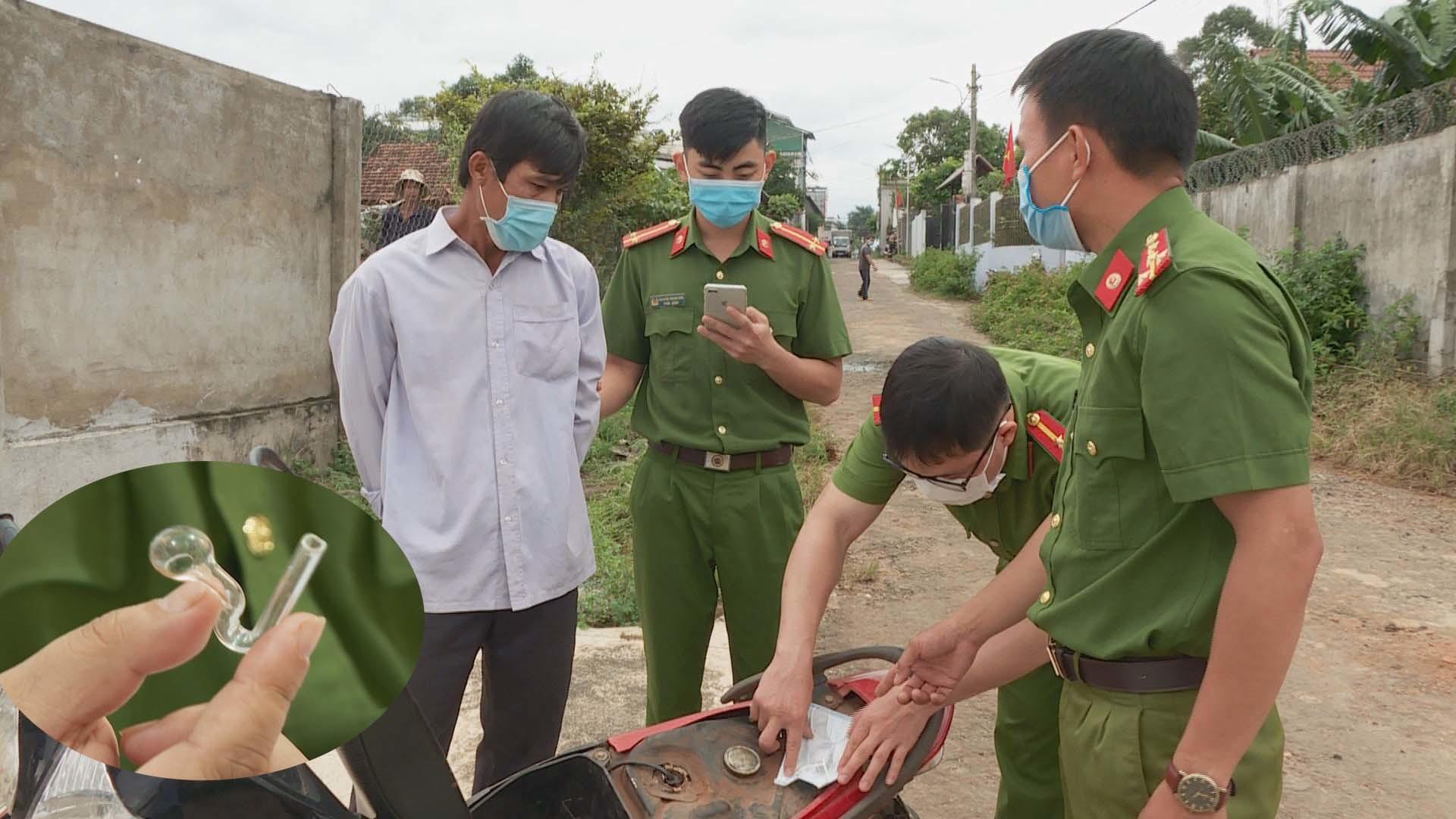 Người phụ nữ ở Đắk Lắk nhét ma túy vào xe của chồng rồi báo công an chặn bắt