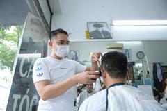 Hà Nội chống dịch theo Chỉ thị 15, mở quán cắt tóc, bán hàng ăn mang về