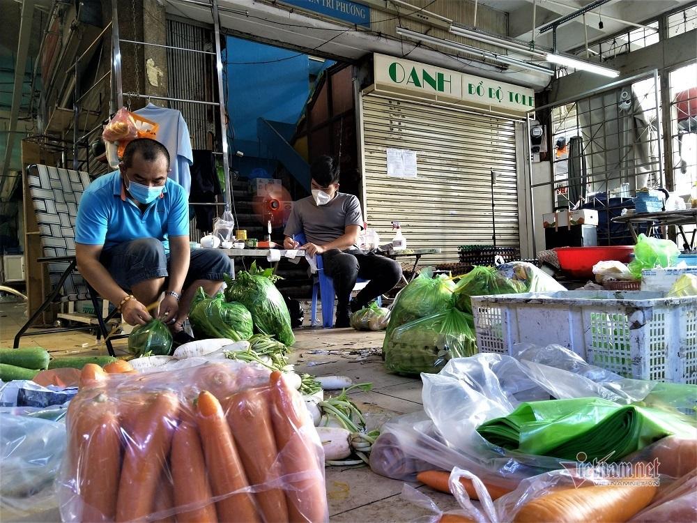 Đội bảo vệ thành nhân viên bán rau, thịt, cá bất đắc dĩ