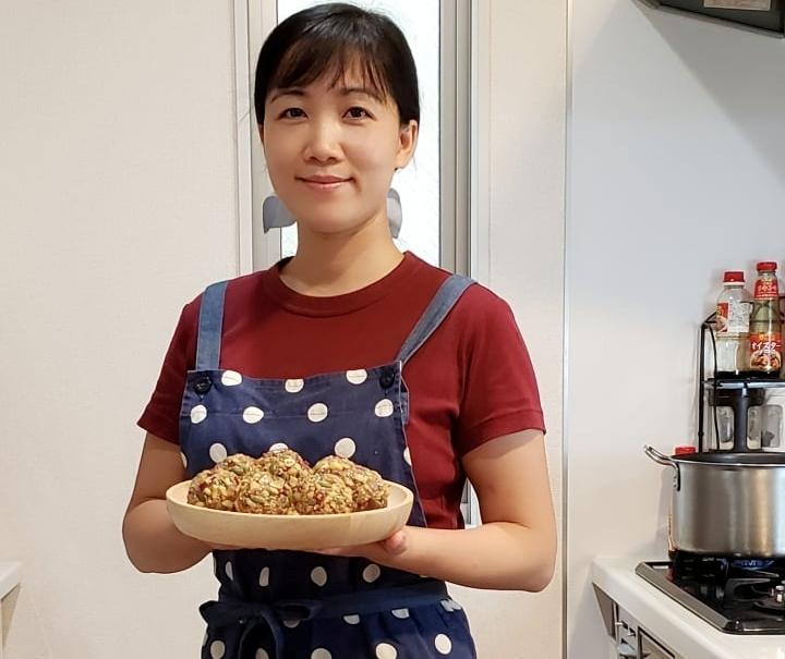 Gia đình Việt tại Nhật làm bánh Trung thu cho vơi nỗi nhớ nhà