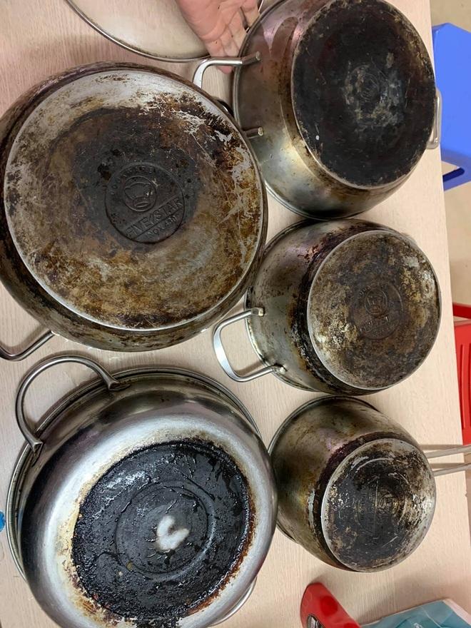 Mẹ đảm Hà Nội chia sẻ bí kíp tẩy trắng đồ bếp inox sáng bóng như mới