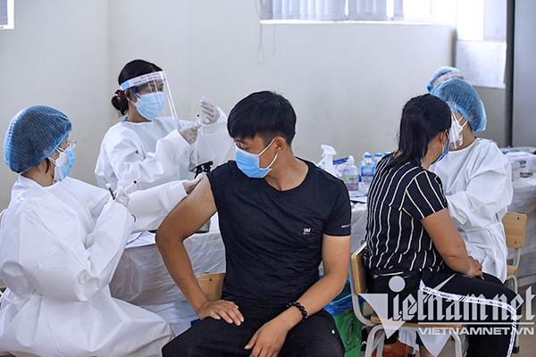 Bí thư Hà Nội: Không vì được tiêm vắc xin rồi mà coi thường phòng dịch