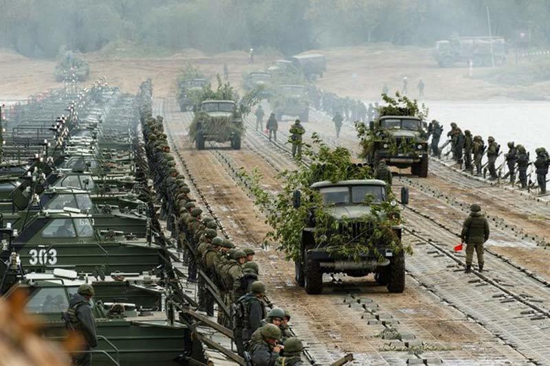 Dàn vũ khí Nga 'khạc lửa' trong cuộc tập trận khiến NATO 'nóng mặt'