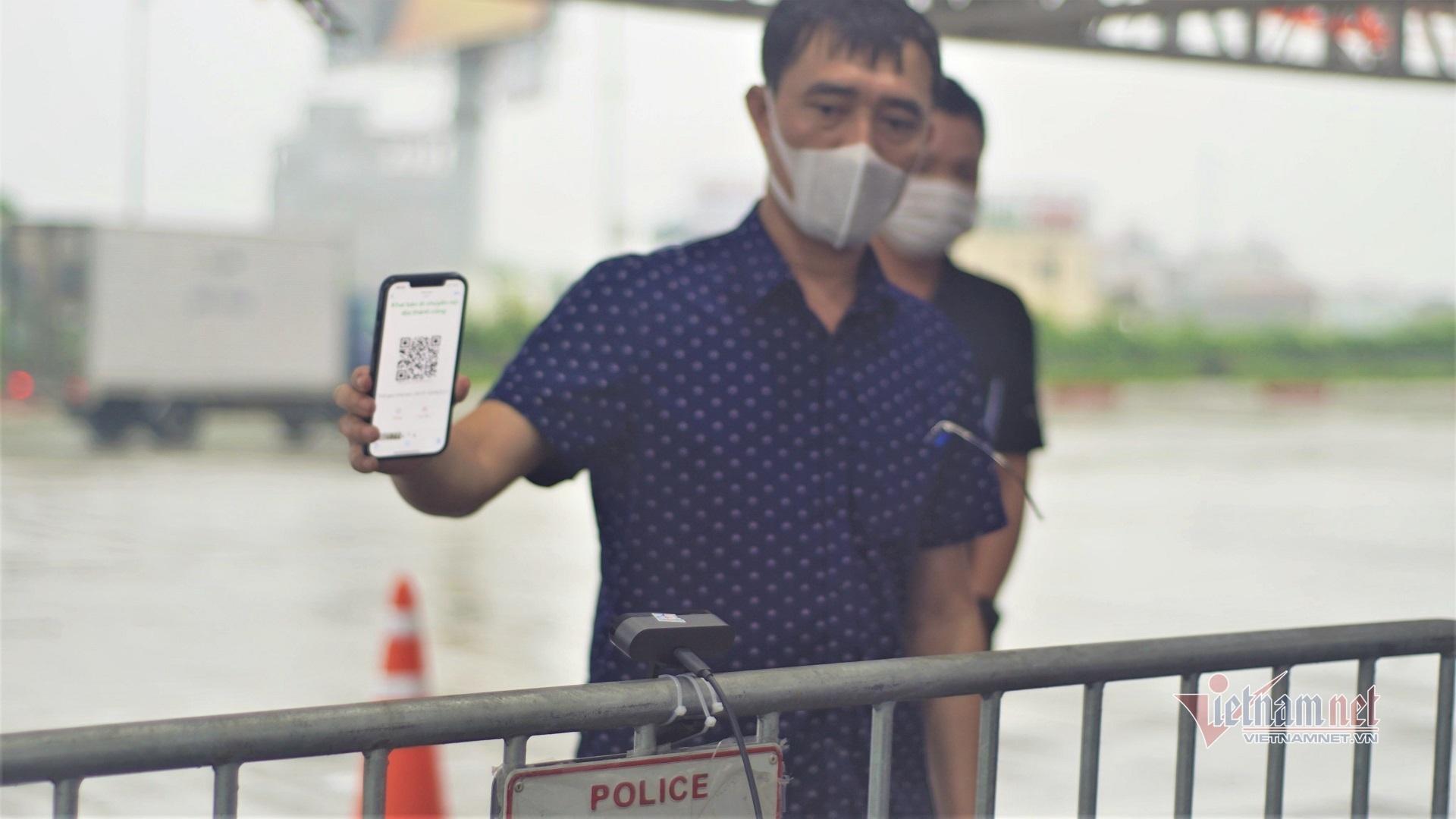 Camera quét QR Code tại 23 chốt kiểm dịch vào Hà Nội