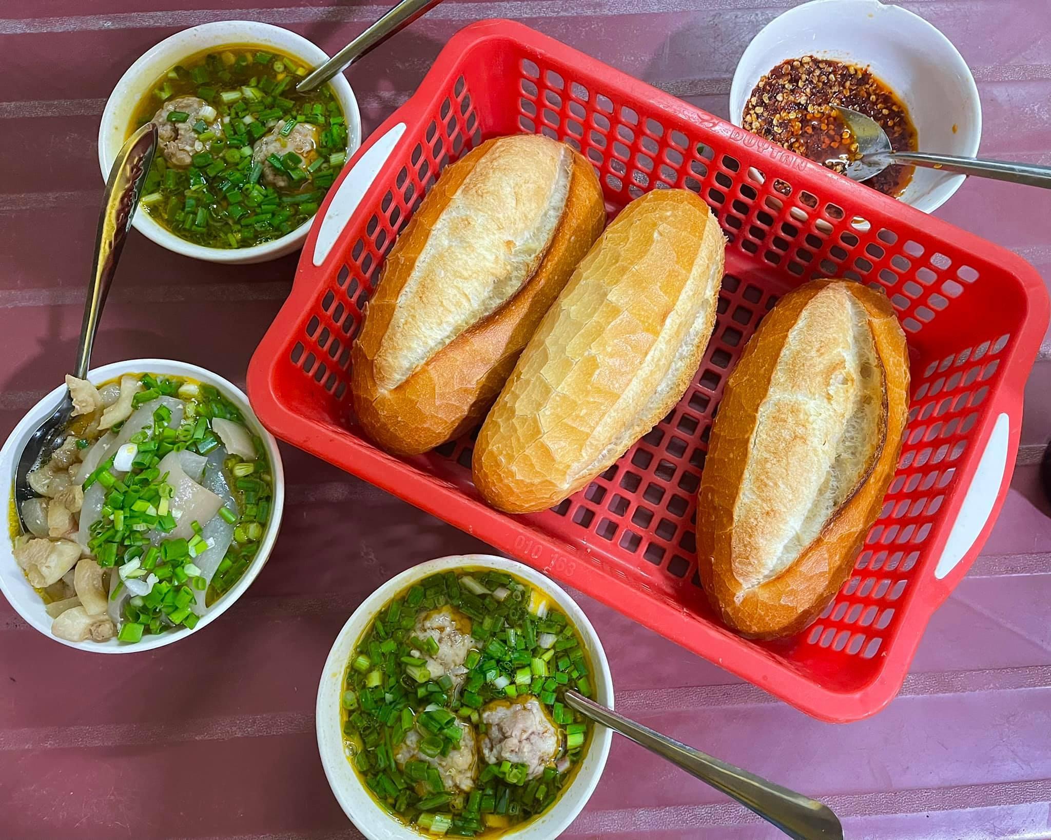 Điểm trái ngược thú vị trong 'gu' ăn bánh mì của người Sài Gòn, Hà Nội, Đà Lạt