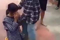 Nữ sinh Thanh Hóa bị tát vào mặt, bắt quỳ giữa sân trường