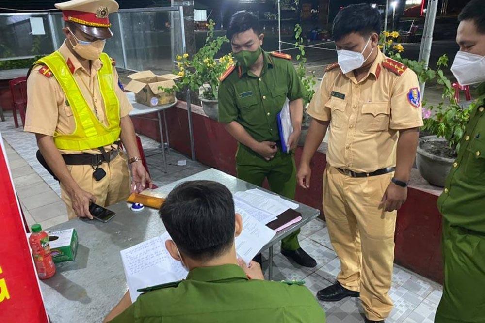 Ngày 15/9, Bình Thuận đưa 15 người trốn trên xe đông lạnh về quê