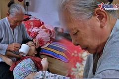 Góc ngõ không đàn ông, người bà 81 tuổi lay lắt nuôi con cháu trong đại dịch