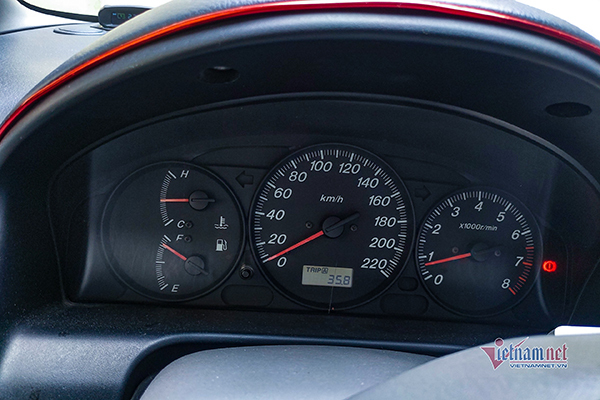 Ô tô nổ máy một chỗ có tốn xăng hơn lúc chạy?