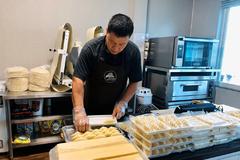 Đầu bếp 8x chia sẻ công thức bánh Quatre-Quart 'siêu' dễ làm tại nhà