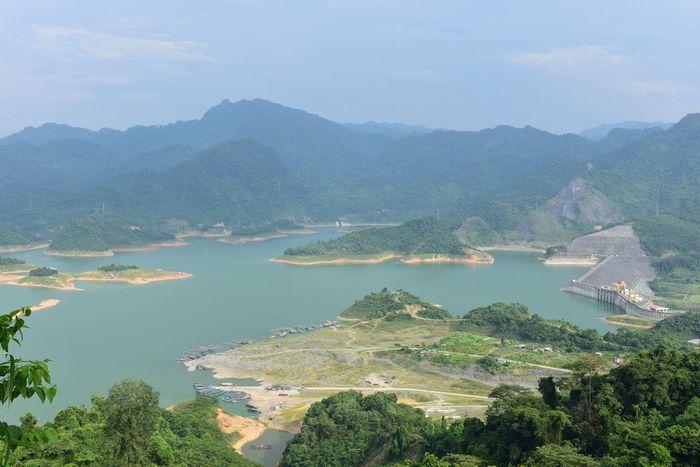 Ngư dân bắt 'thủy quái' siêu to khổng lồ ở hồ Tuyên Quang