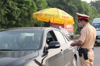 Hàng chục ngàn xe ô tô ở vùng giãn cách hết hạn đăng kiểm có bị xử phạt?