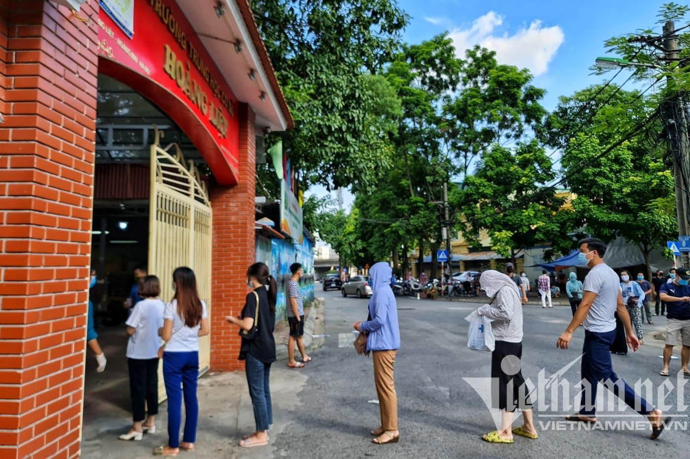 Phường đông dân nhất Hà Nội yêu cầu  viết cam kết, nêu lý do không tiêm chủng