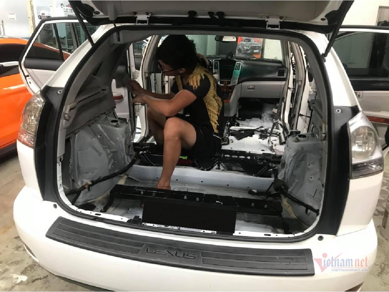 Ba tháng không đi ô tô, chủ xe hoảng hốt khi mở cửa kiểm tra