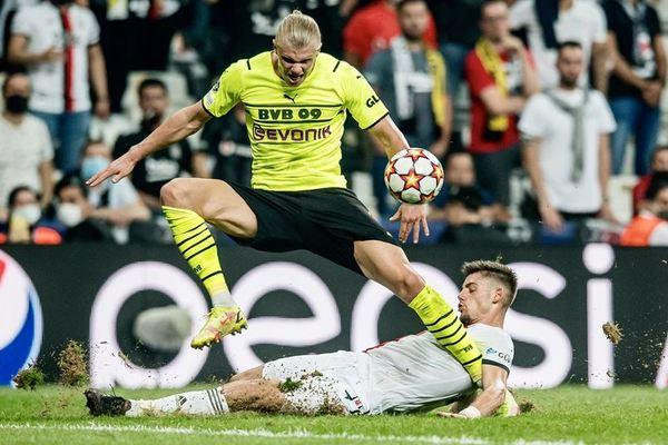 """Haaland """"nổ súng"""", Dortmund thắng hú vía trận ra quân C1"""