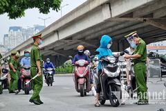 Hà Nội xem xét việc không kiểm tra giấy đi đường ở 19 quận, huyện