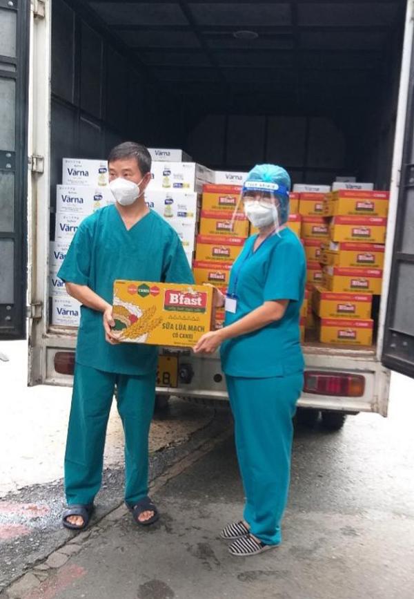 Tập đoàn Masan tiếp sức 150.000 hộp sữa đến bệnh nhân Covid-19 TP.HCM