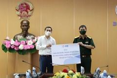 Doanh nghiệp tặng xe cứu thương, khẩu trang y tế, máy xét nghiệm PCR chống dịch